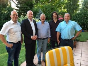 Die Fraktion gratuliert Norbert Hauner (m) zum Geburtstag