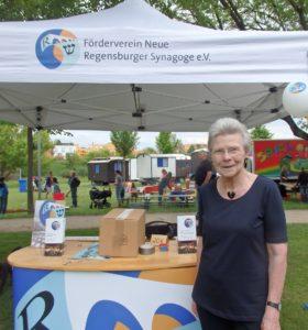 Christa meier, Oberbürgermeisterin a.D., Stadträtin, am Stand des Fördervereins beim Bunten Wochenende am Grieser Spitz